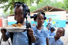 Senator Sherrod Brown recently visited Haiti and saw what a difference school feeding makes for children. The school meals are funded by the U.S. McGovern-Dole program. (World Food Programme photo)