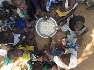 McGovern-Dole funding is allowing CRS to provide school meals in war-devastated Mali, where poverty rates are high. (Kristina Brayman/CRS)
