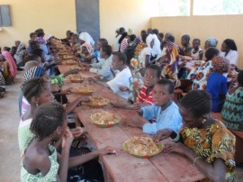 School feeding in Mali provided by Catholic Relief Services (CRS photo)